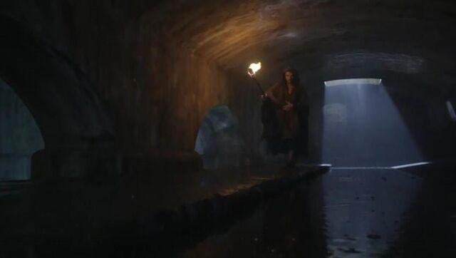 File:Ashur sewers (s01e11).jpg