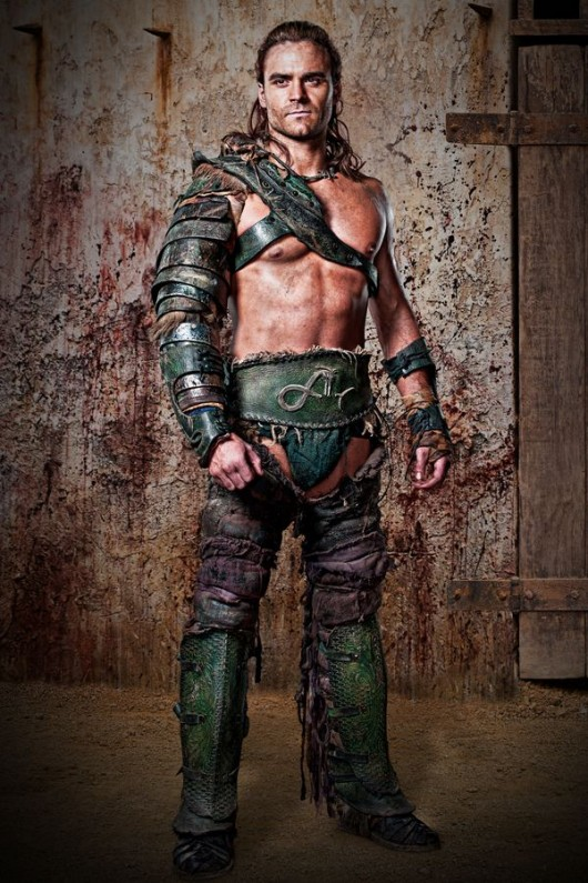 https://vignette.wikia.nocookie.net/spartacus/images/5/54/Dustin-Clare-Gannicus-Photos-530x795.jpg/revision/latest?cb=20130717162521