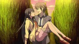 Kei carries Hikari