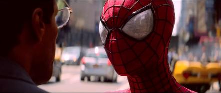 Spider-Man habla con Max