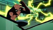 Electro desatando su poder en el laboratorio de la Universidad Empire State - Interactions