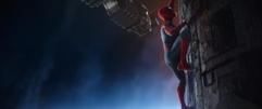 Spider-Man escala la Nave-Q - Avengers Infinity War