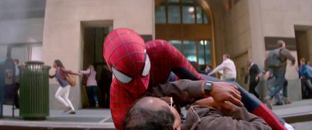 Spider-Man logra salvar a Max