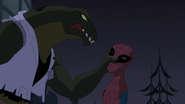 Lagarto sosteniendo a Spider Man por la cabeza - Natural Selection