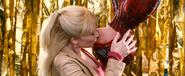 Gwen Stacy besa a Spider-Man