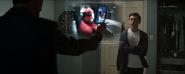 Peter es descubierto por Stark