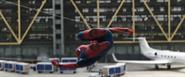 Spider-Man llegando a un lugar