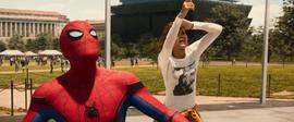 Michelle Jones le da aviso a Spider-Man - Spider-Man Homecoming