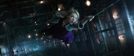 Gwen a punto de caer 02