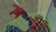 Spider Man atrapado en una red verde - Survival of the Fittest