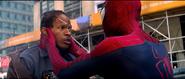 Spider-Man salva a Max
