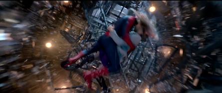 Spider-Man y Gwen caen 2