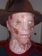 LIFE-SIZE-ANIMATRONIC-FREDDY-KRUEGER-HALLOWEEN-PROP-AWESOME-Used-04-cct