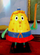 SpongeBob-Mrs-Puff-ruler-statue-front