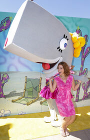 SpongeBob SquarePants - Pearl mascot with Lori Alan