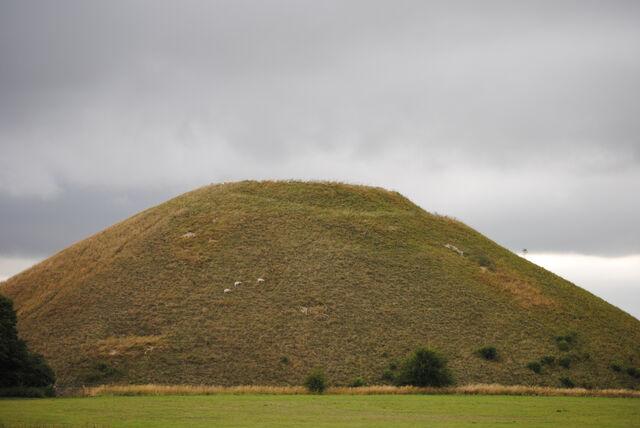 File:Dsc 0095-view-of-silbury-hill-6aug101.jpg