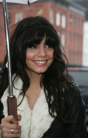File:Vanessa-hudgens-umbrella-3198-8.jpg
