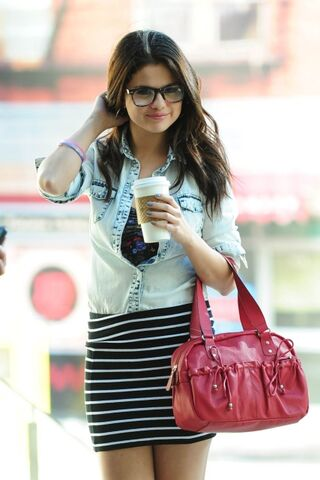File:Selena gomez bts dream out loud photoshoot spring 2013 gSThZe6j.sized.jpg