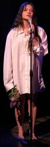 File:Ilse singing.jpg