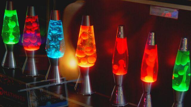 File:Lava-lamps 00268321.jpg