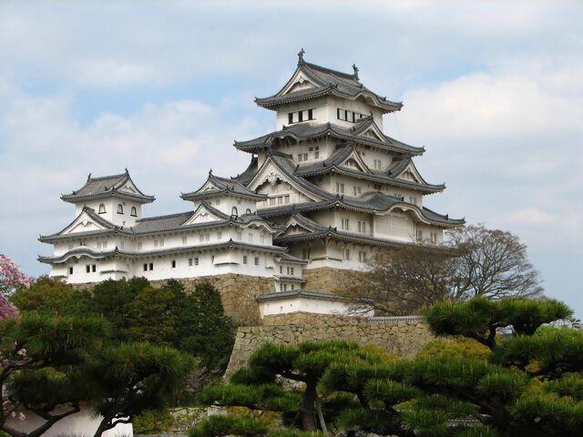 File:RealWorld Himeji Castle.jpg