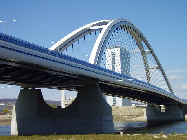 File:Apollo Bridge.jpg