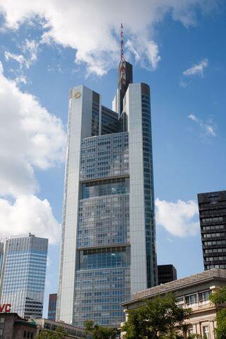 File:Commerzbank Tower (Frankfurt).jpg