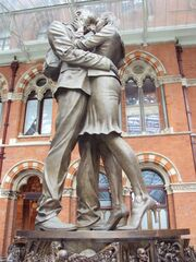 RealWorld Statue of Lovers