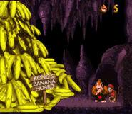 Donkey Kong y Diddy Kong junto a una pila de bananas en Donkey Kong Country