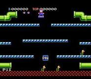 Mario sobre una plataforma en Mario Bros.(Arcade)