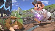 Dr. Mario corriendo hacía Link en Gran Bahía SSBU