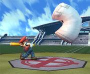 Mario usando el bate contra el saco SSBB