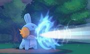 Mudkip usando Hidrobomba en Pokémon Rubí Omega y Zafiro Alfa
