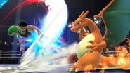 Charizard esquivando un ataque de Little Mac SSB4 (Wii U)