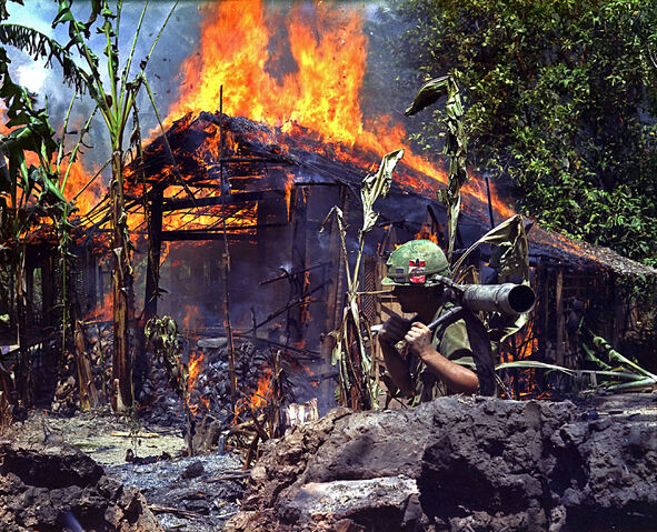 Bestand:Burning Viet Cong base camp.jpg