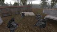 Наёмники отдыхают в лагере у вагончика