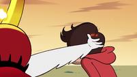S2E31 Hekapoo slaps the back of Marco's head