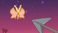 S3E22 Harpoon flying toward Mewberty Star