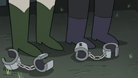 S4E7 Handcuffs fall onto the dungeon floor