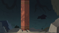 S3E3 Large terra cotta pillar in Ludo's temple