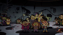 S2E21 Trick-or-treaters cheering for Rafael Diaz