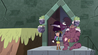 S4E32 Eclipsa Butterfly flies into the temple