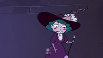 S4E4 Eclipsa dusting off her dress