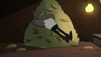 S2E20 Meat Fork sleeping on a pile of corn