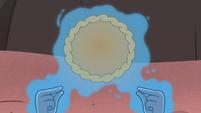 S4E2 Queen Moon crimping pie crust