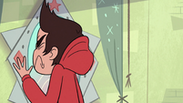 S2E5 Marco bumps into Star's mirror