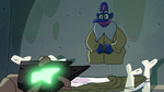 S2E35 Glossaryck putting his robe on