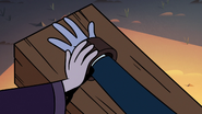 S3E12 Tom Lucitor's hands being shackled