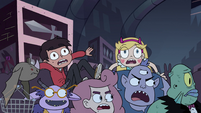 S4E11 Star and Marco on a crowd of customers