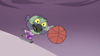 S4E14 Ludo dribbling the basketball